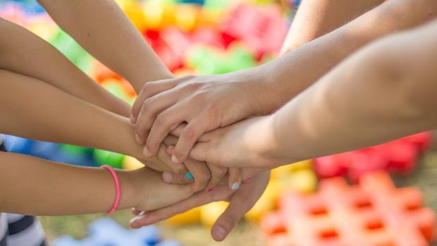Cómo ayudar a tus hijos a ser más solidarios