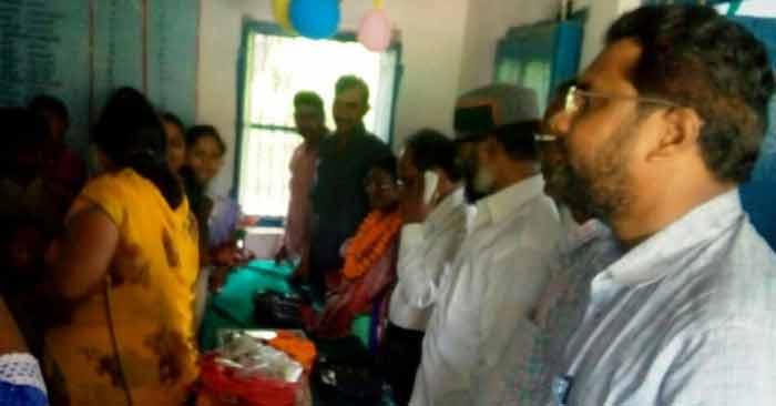 अवकाश प्राप्त प्रधानाध्यापिका लली देवी के सम्मान में आयोजित समारोह में मौजूद शिक्षा क्षेत्र से जुड़े सम्मानित लोग.