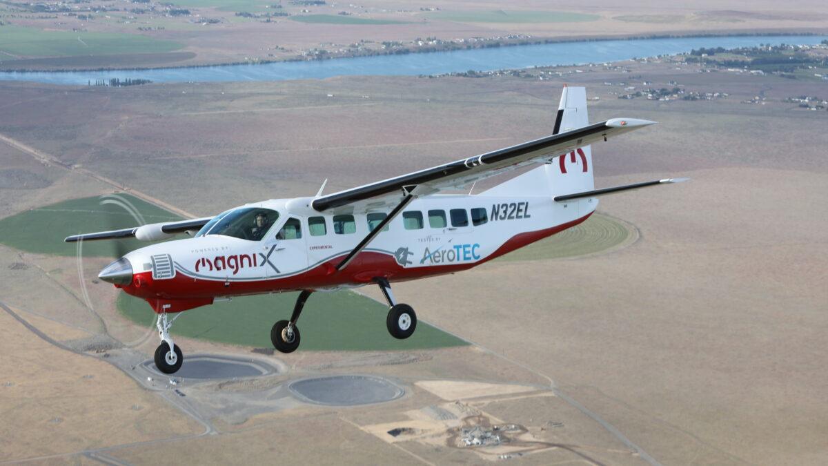 Universal Hydrogen Partners MagniX on Dash 8-300, ATR 42 Retrofit