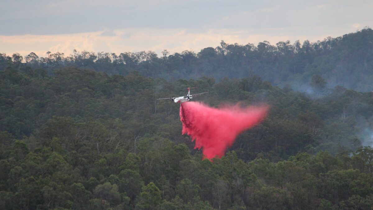 Conair Dash 8-400 Being Used To Fight Wildfires On Queensland's Fraser Island
