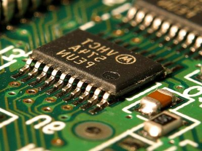 computer-chips-circuits-boards_w725_h544