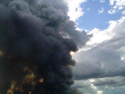 big-black-smoke-from-fire_w725_h544