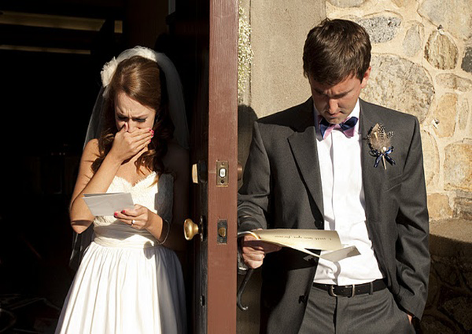 25-of-the-MOST-AMAZING-First-Look-Wedding-Photos-071