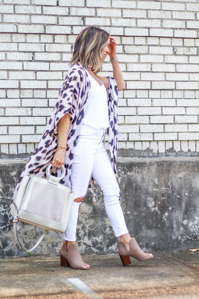 fashion blogger wearing leopard kimono with white jeans and peep toe booties and a white summer bag