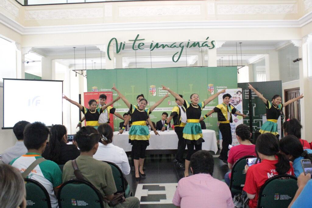 Danza Cultural de Jamaica de los Voluntarios de IYF