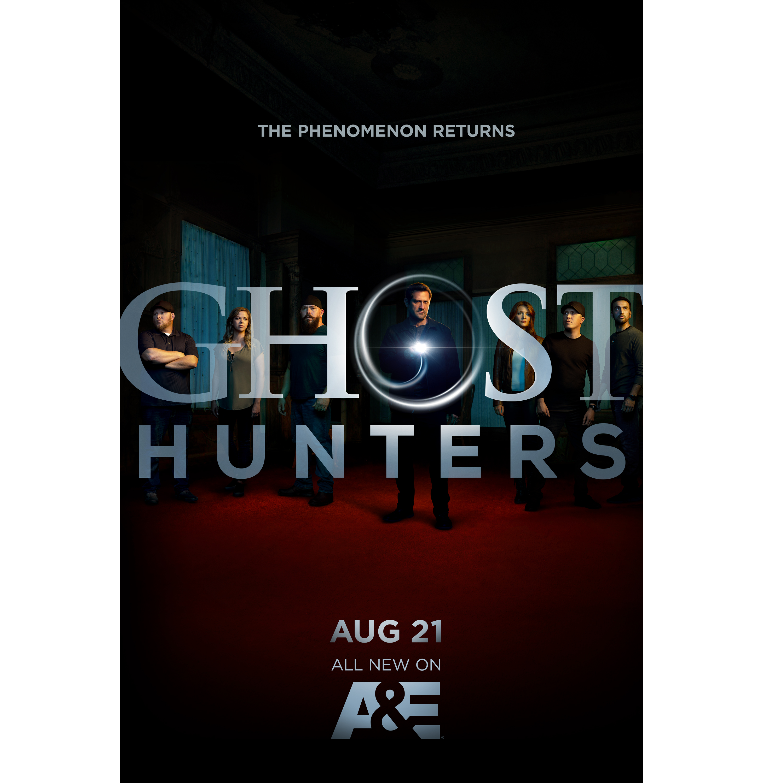 AE_GhostHunters_Flashlight02_VERT_HR01
