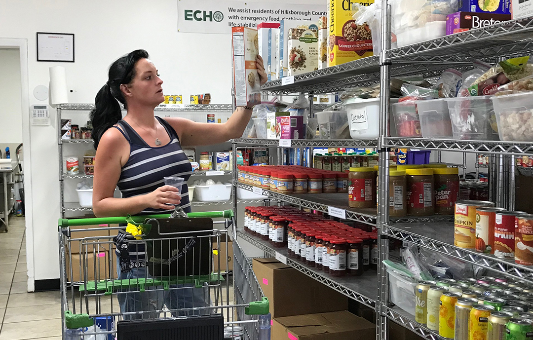 Woman shopping at our Food Bank - Banco de Comida
