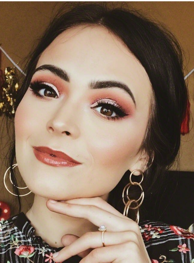 Claire Pulse Cosmetics Featured Artist