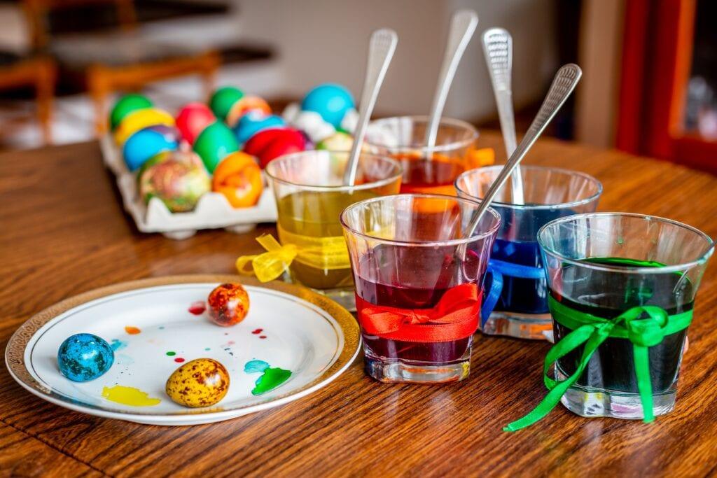 Coloring Easter eggs in quarantine