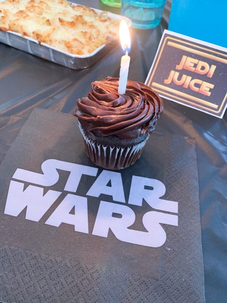 Star Wars Black and White Party Food Cupcakes and Napkins