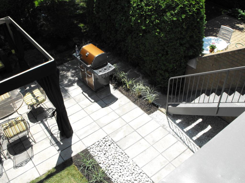 Terrasse salle à manger extérieure avec dalle 12 ''x 24'' royale de techo bloc
