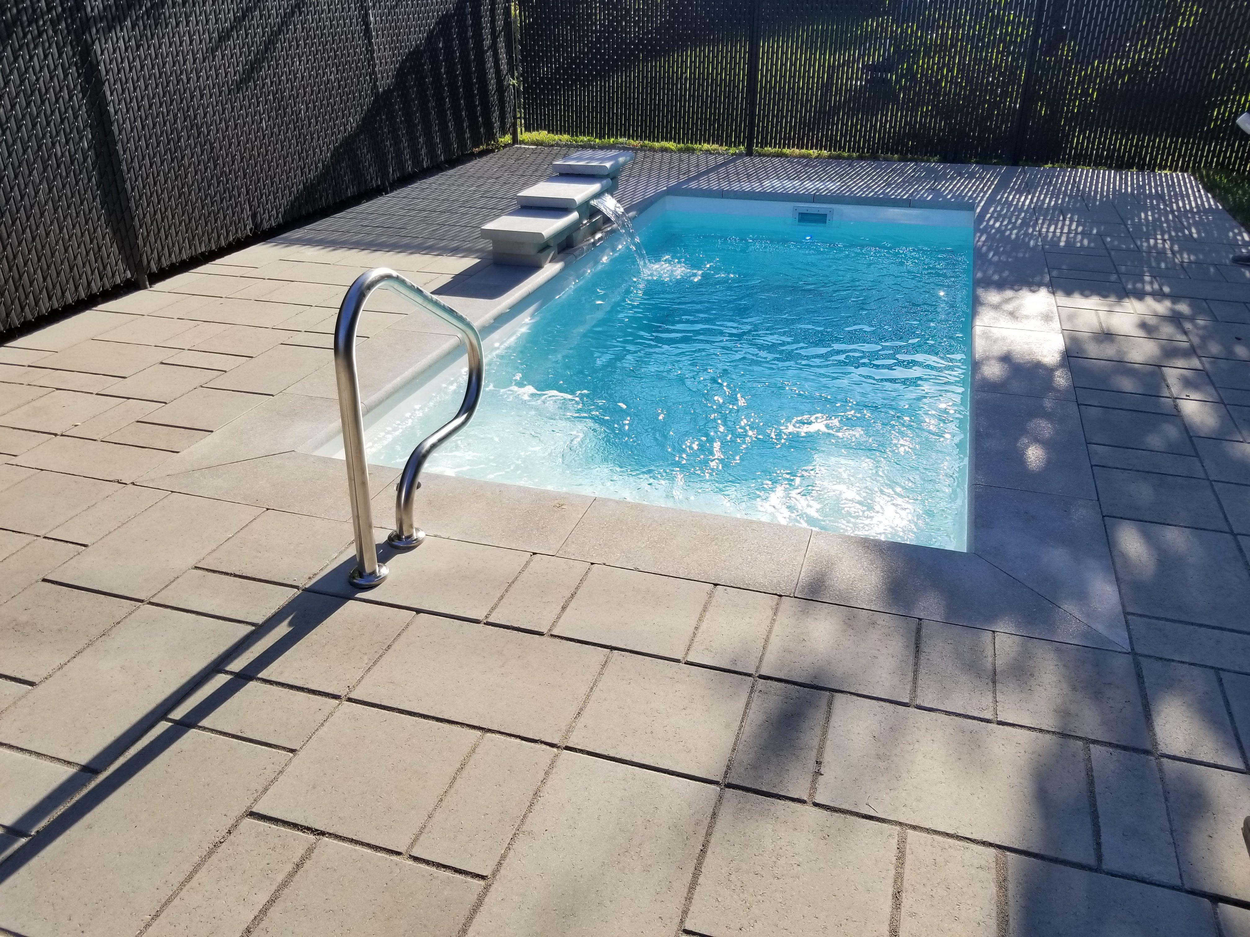 Aménagement piscine creusé, fontaine, cascade d'eau