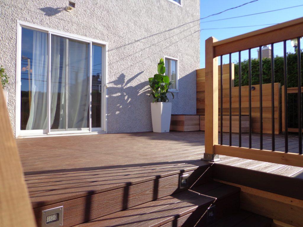 Balcon en composite Trex avec cèdre rouge de l'ouest sans noeud