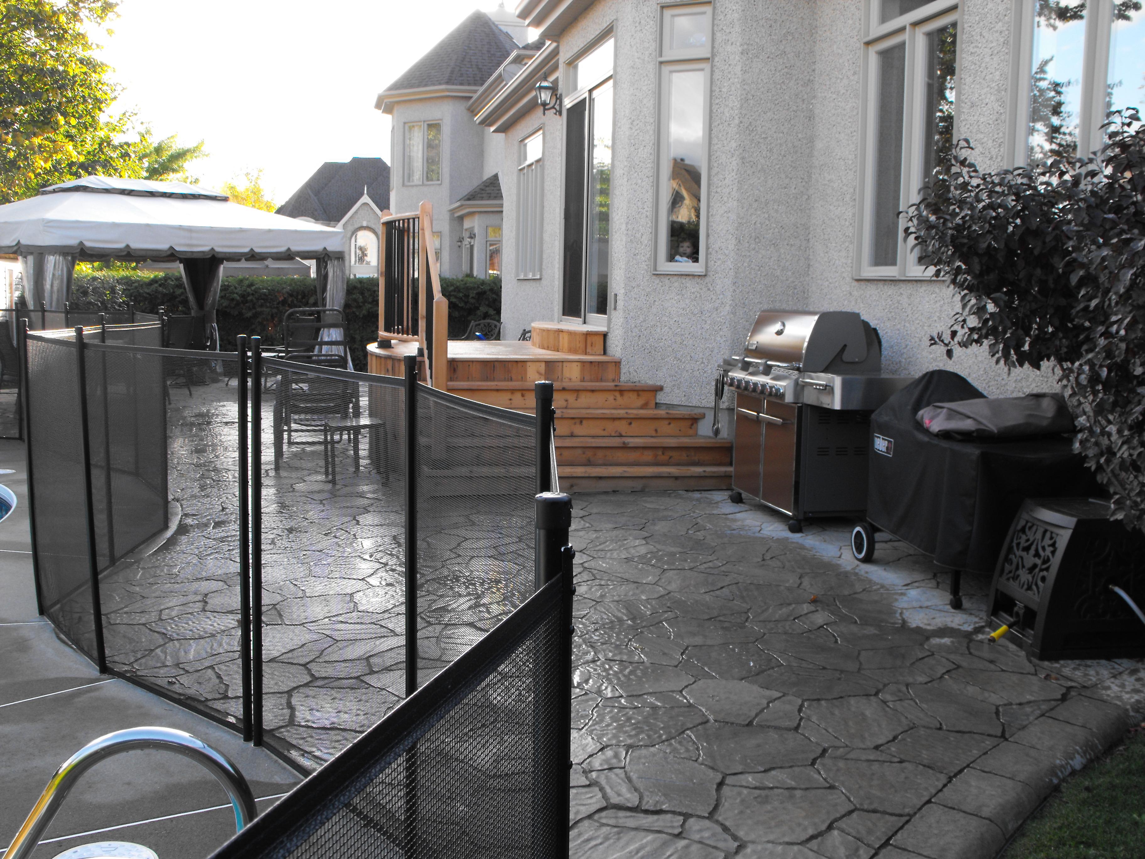 Salle à diner extérieure avec aménagement piscine creusé