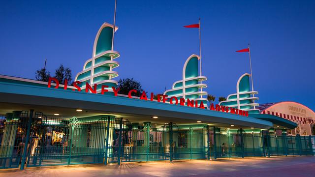 top 6 things we love about Disneyland, Disneyland is compact.