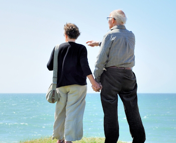 Image of a couple traveling on fixed income with insurance planning near Stuart and Port St. Lucie.
