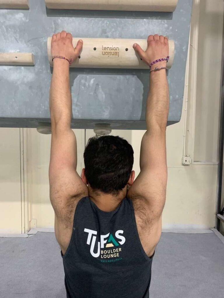 incorrect shoulder position for hanging