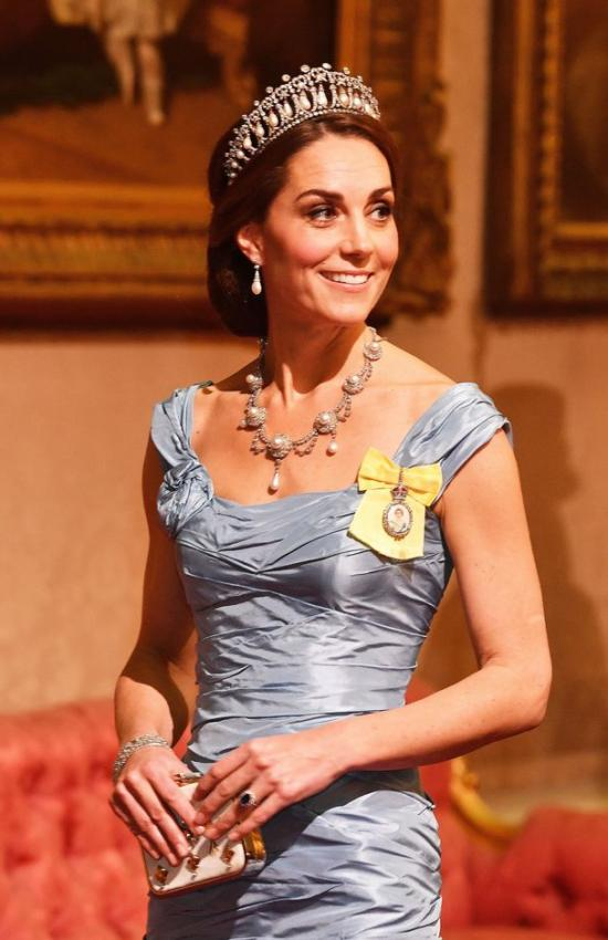 Kate Wears Blue Mermaid Cinderella Gown to State Dinner