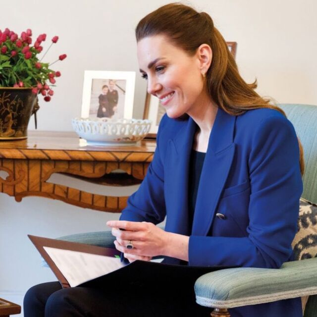 The Duchess of Cambridge has spoken to Harriet Nayiga, founder and director of Midwife-led Community Transformation to mark the completion of Nursing Now 2020, a three year global campaign to raise the status and profile of nursing. For the appearance, Kate wore a Zara double breasted blazer and her Orelia London hoop earrings. #katemiddleton #nurse #call #zoom #fashion #workstyle #jacket #professional #business #royal #businesscasual #zara