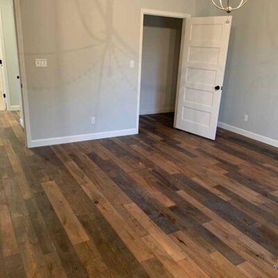 finley-flooring-hardwood-in-bedroom-photo