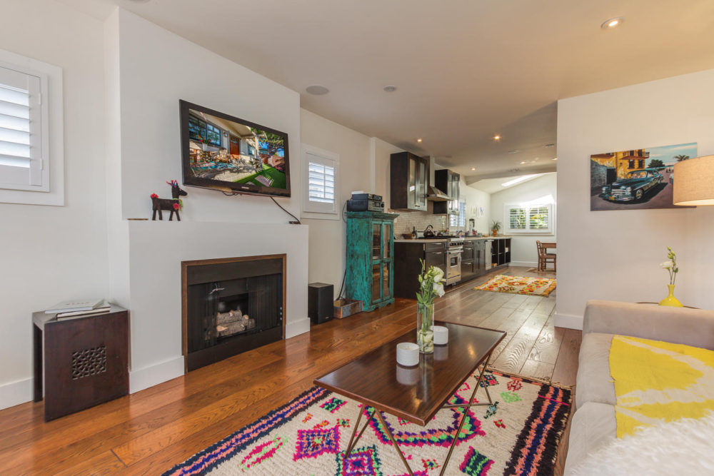 1605 Cabrillo Ave Venice CA-large-010-28-AgoBet0002Upload15-1500×1000-72dpi