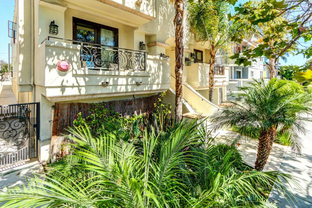 744 N Alfred St Los Angeles CA-large-002-AgoBet0001Upload03-1500×1000-72dpi