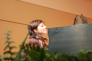 Kathy at piano 2