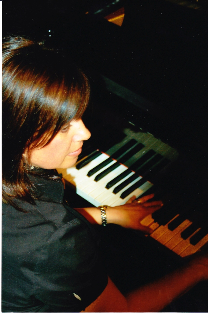 Kathy at piano_0001