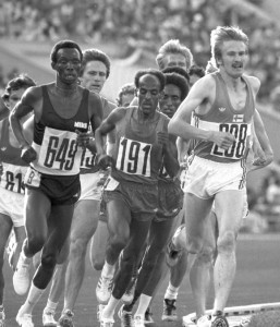 Kaarlo Maaninka leads the 5000m in Moscow 1980