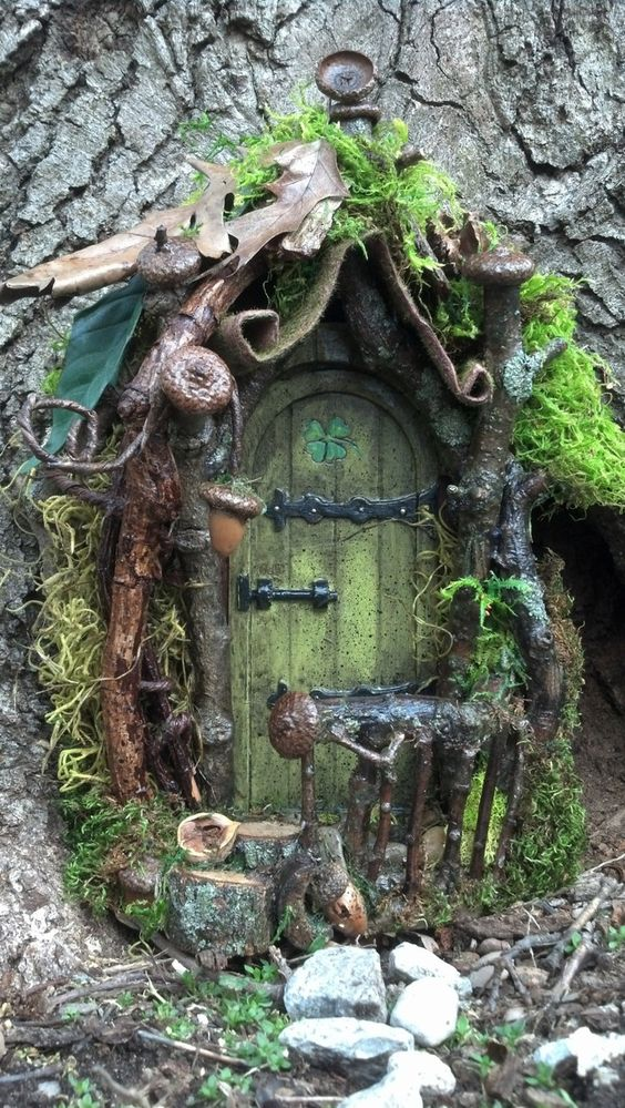 Moss and Acorn Fairie Door.5 of our favorite fairy doors to inspire you | fairiehollow.com