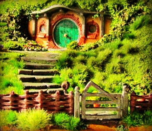 Hobbit house with a Wattle fenceAdd a Hobbit House to your Fairy Garden we will show you how|fairiehollow.com