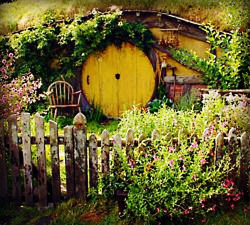 Hobbit House with a Yellow Door.Add a Hobbit House to your Fairy Garden we will show you how|fairiehollow.com