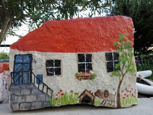 painted rock fairy house red roof and dog | fairiehollow.com