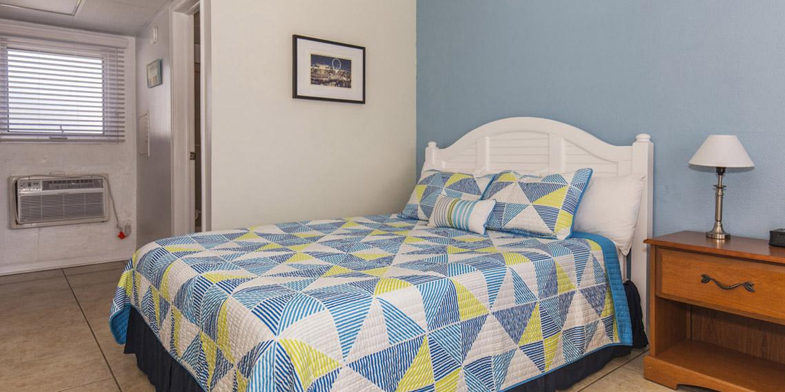 Esplanade suites Sundance Vacations studio Bedroom 1138×569
