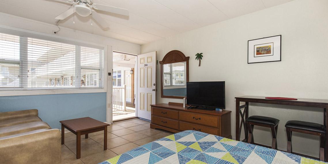 Esplanade suites Sundance Vacations studio Bedroom2 1158×569