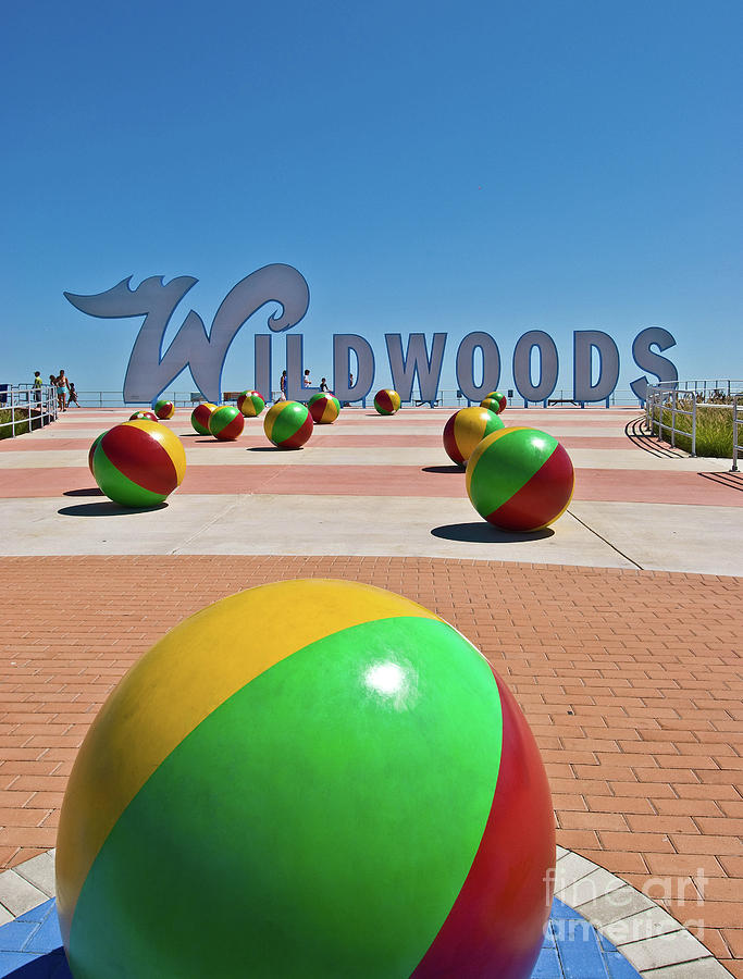 wildwood-sign-on-the-boardwalk-retro-views