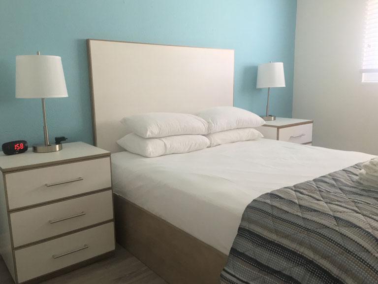Esplanade Suites 1 bdr bedroom 768x576