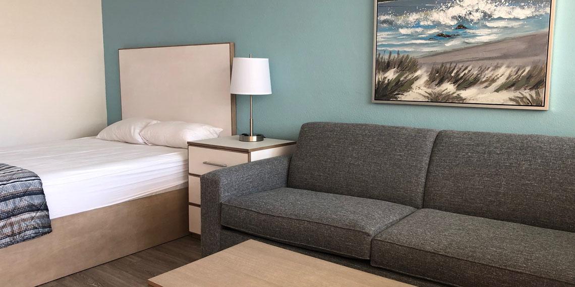 Esplanade Suites studio bed 1140×570