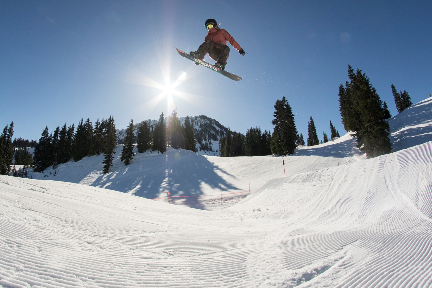Mountain Vibez: Snowboarding Athletes – Supporting Female Progression in their Communities