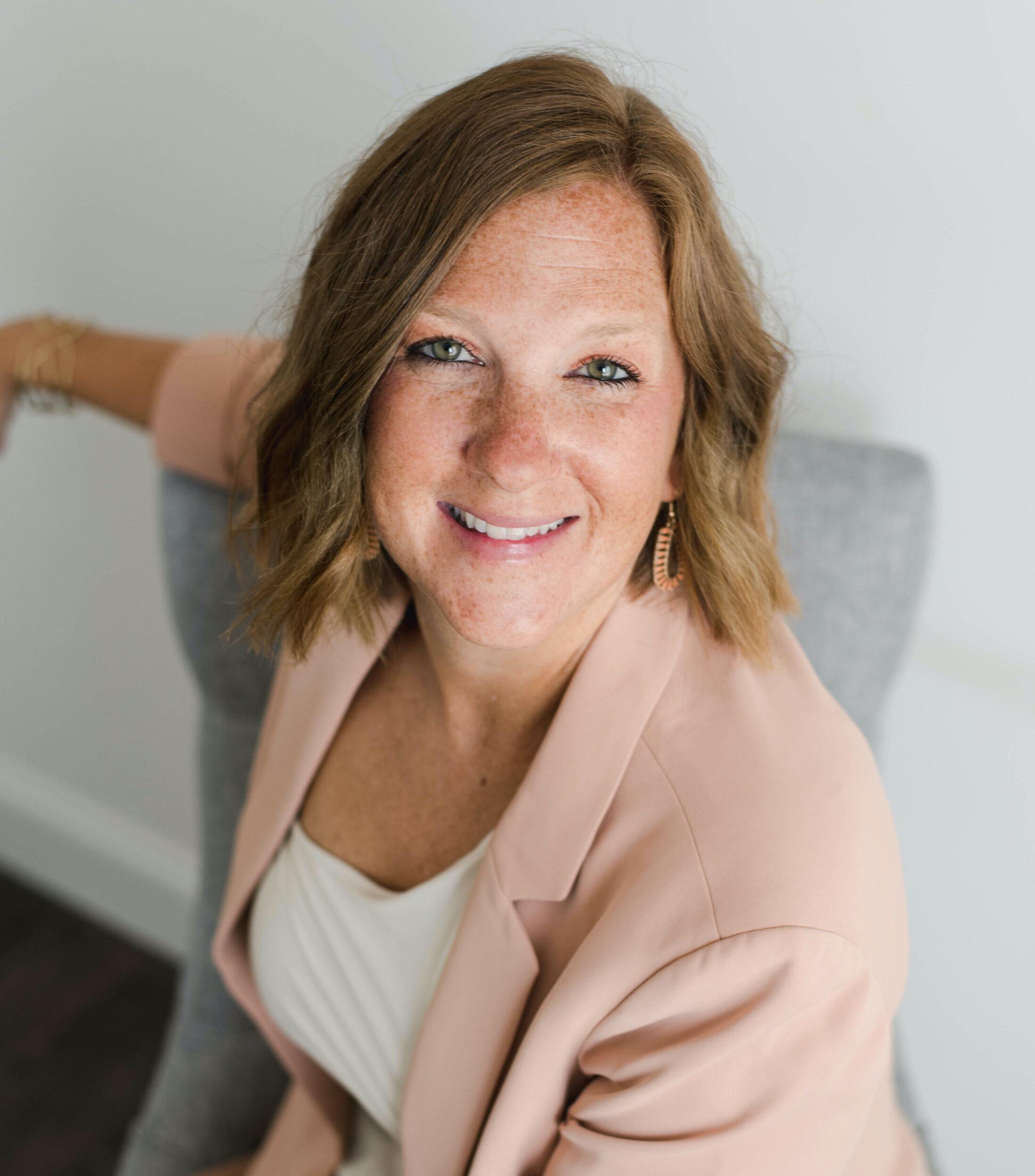 Dr. Julia Hollinger