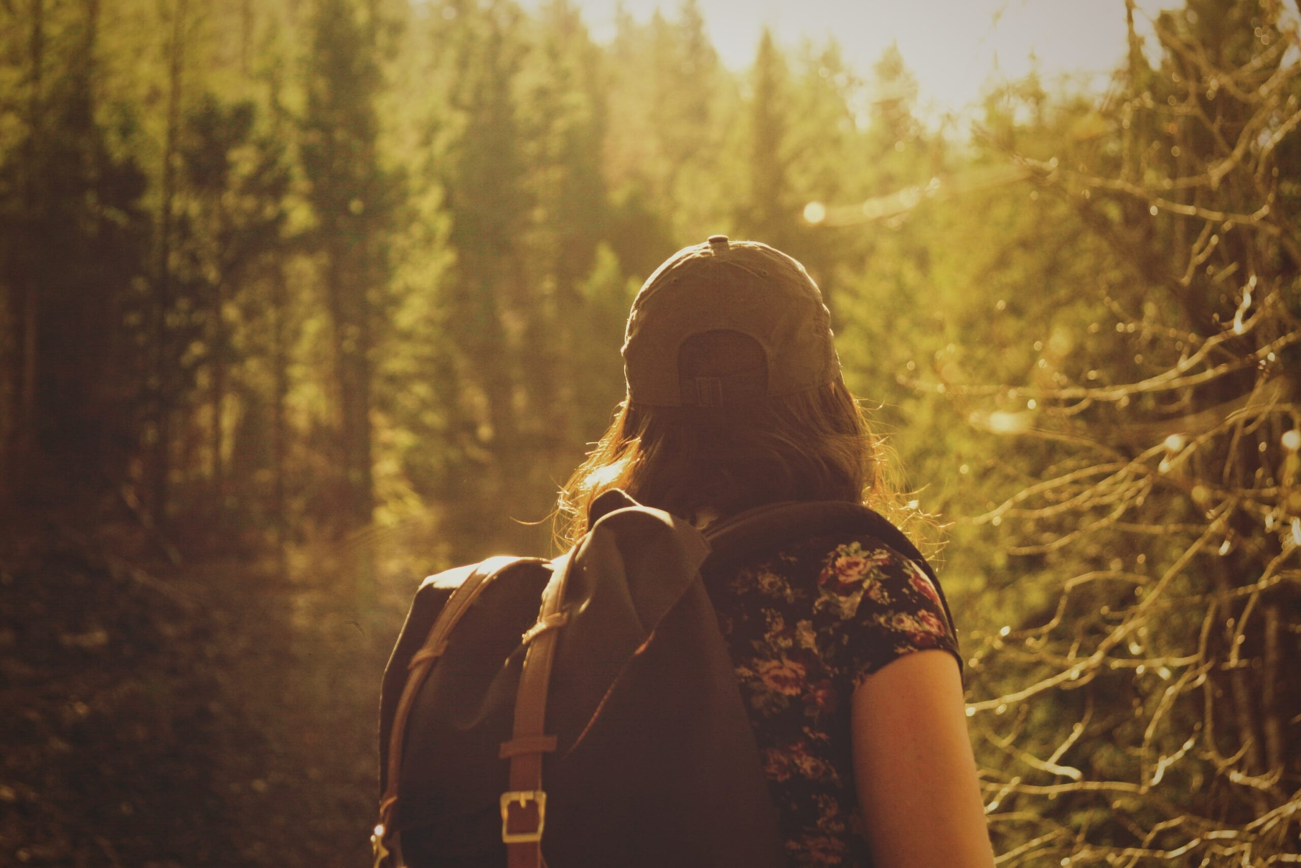 hiking safety tips for women featured image
