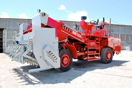 image of GEFFS Manufacturing Rebuilt Chip Spreader red