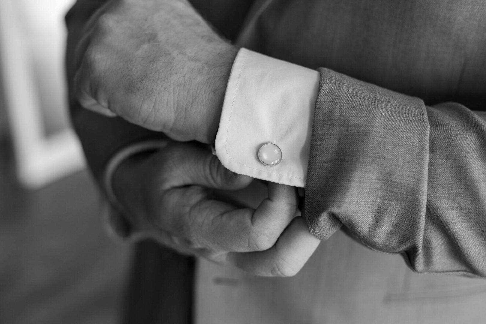 man-wearing-a-suit-2989596 (1)