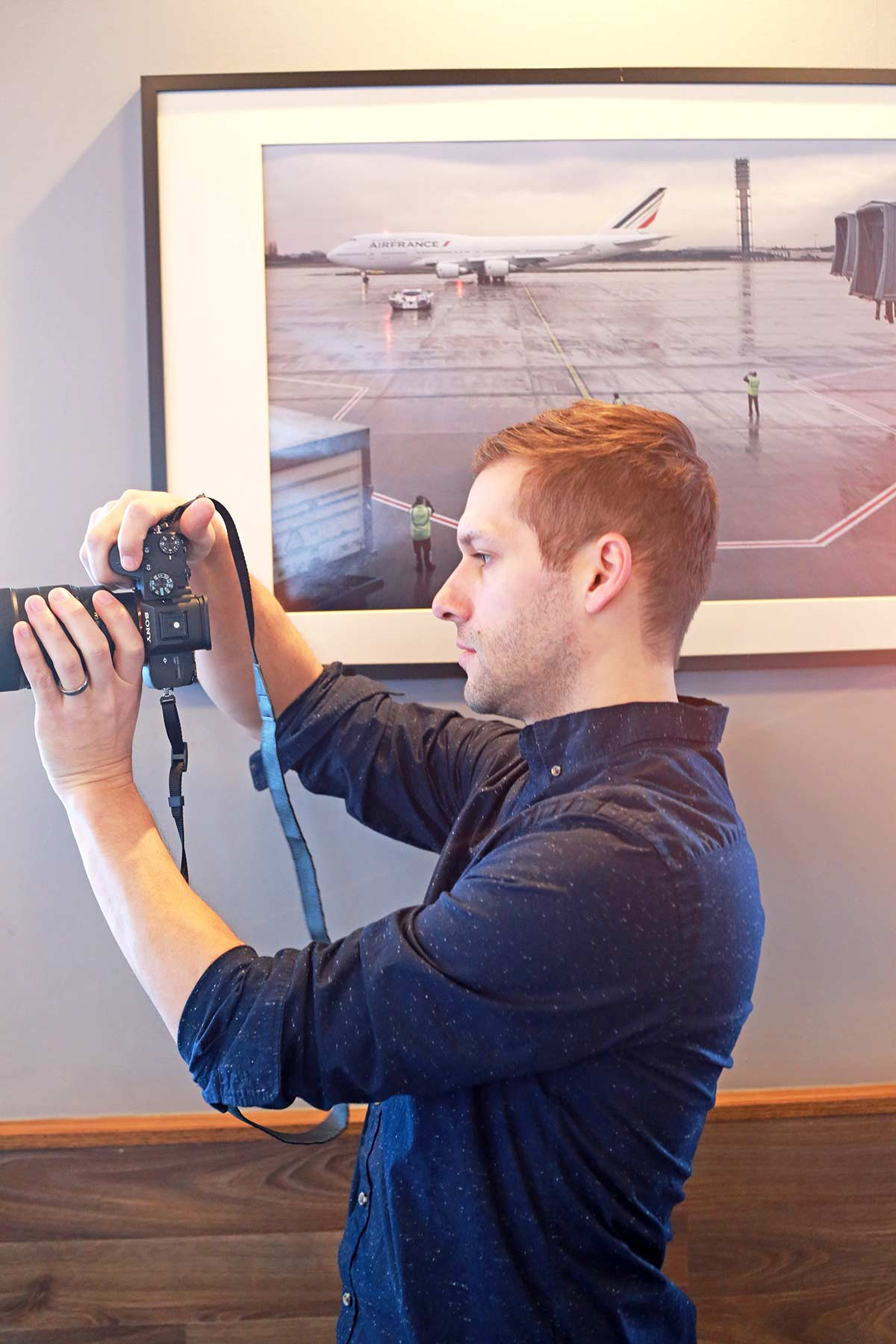 A photo of John Wisniewski taking photos at Daily Projects Cafe in Algonquin, IL.