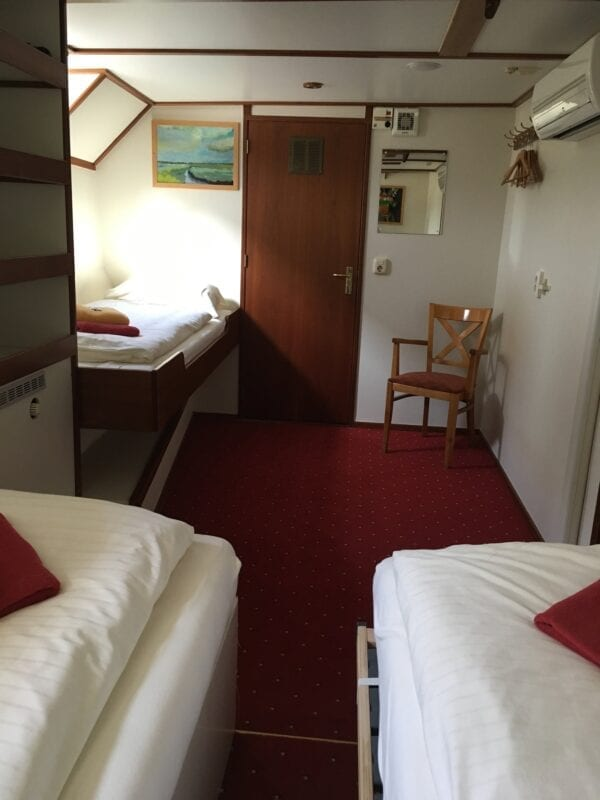 Superior cabin with 3 beds1581087149753