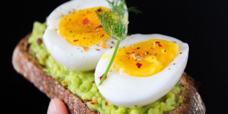 egg on avocado toast