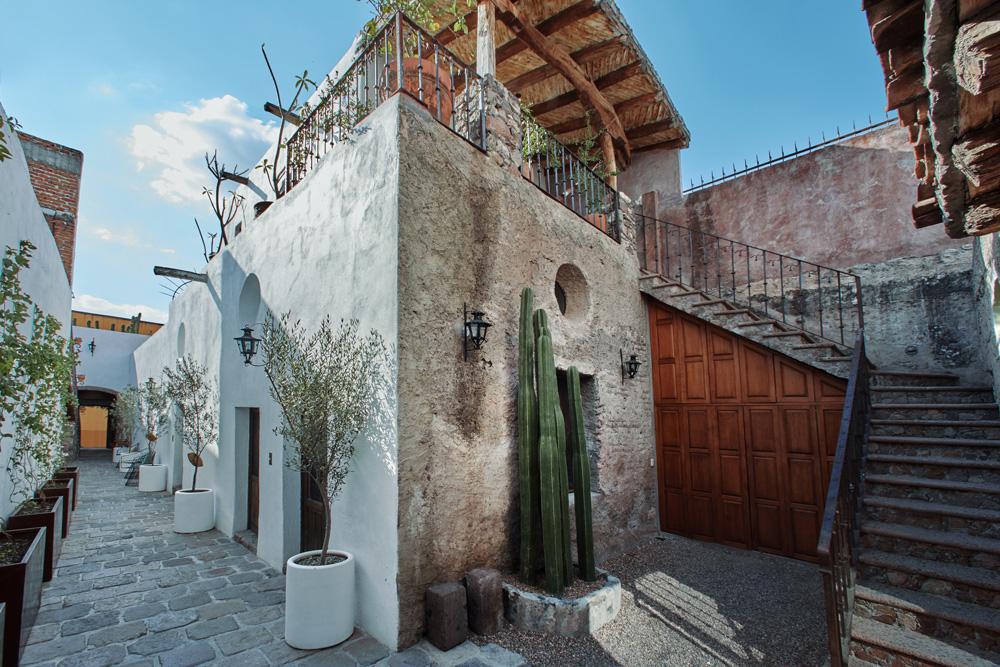 MESON HIDALGO Courtyard