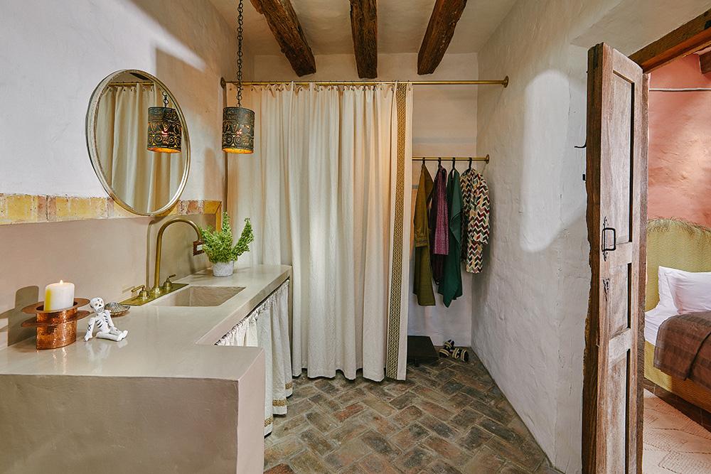 Meson Hidalgo Juana Bathroom