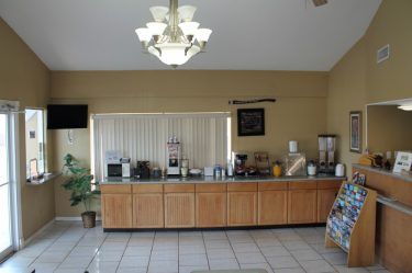 Breakfast Area-Continental Inn & Suites Nacogdoches