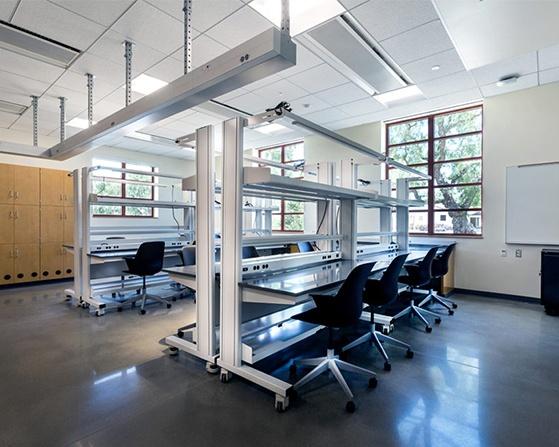 Kewaunee Evolution column-based workstation.